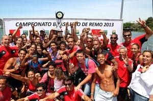 Rubro-negros festejam o título Brasileiro Júnior (Foto: Satiro Sodre/SSPress)