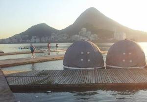 Barcos-bola ocupam raia de remo na Lagoa (Foto: FRERJ)
