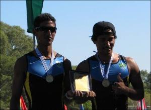 Felipe e Marciel: campeões sul-americanos Sub-23 (Foto: Federação Uruguaia de Remo)