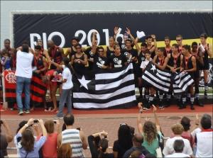 Alvinegros comemoram vitória no * Com PL e na Regata (Foto: Remo em Voga)