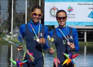 Beatriz e Fabiana: bronze e ouro no Double Skiff (Foto: CBR)