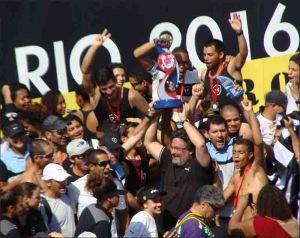 Alvinegros comemoram conquista da 4ª Regata (Foto: Remo em Voga)
