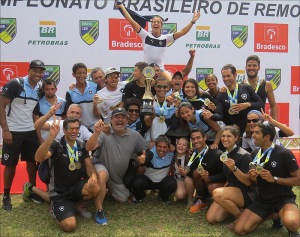Alvinegros festejam o bi em São Paulo (Foto: Eliane Geral/Facebook)