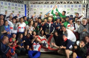 Remadores do GPA festejam o título Sul-Americano (Foto: Divulgação)