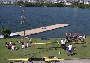 Remadores estrangeiros já treinam na Lagoa (Foto: Remo em Voga)