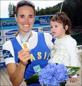 Fabiana e Alice: ouro inédito no Mundial (Foto: FISA)