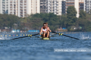 Dois Sem da Sérvia virou durante a prova (Foto: Vicente Leal/Remo em Voga)